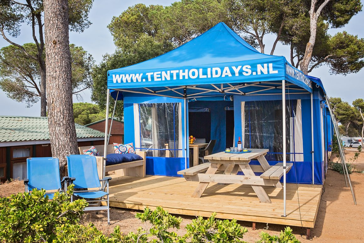 Blauwe partytent picknicktafel hout